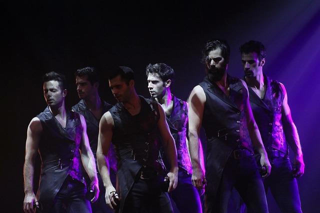 tanečníci při vystoupení