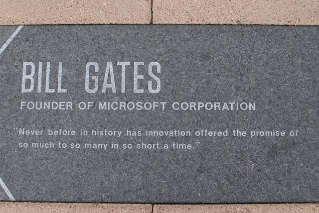 bill gates na pomníku