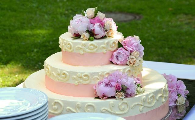 Svatební dort s ozdobami