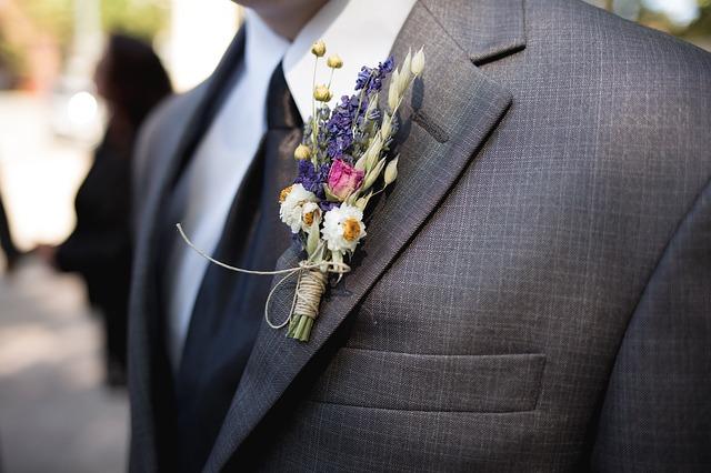 Ozdoba na obleku ženicha